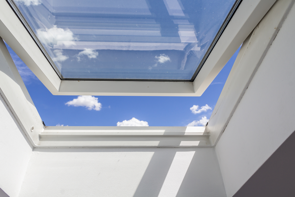 Fenêtre de toit à vitrage renforcé