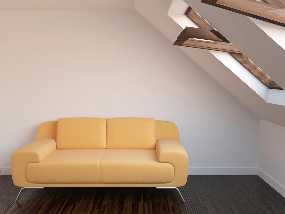 Fenêtre de toit en bois dans des combles aménagés