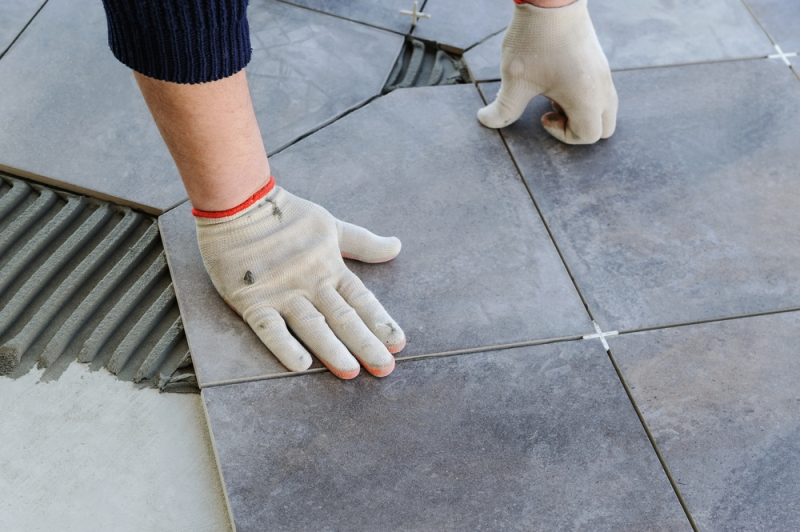 Comment installer du carrelage conseils pros de pose - Comment poser du carrelage au sol ...