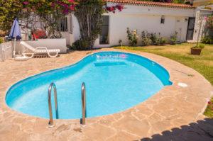 prix piscine semi enterr e une alternative tendance. Black Bedroom Furniture Sets. Home Design Ideas