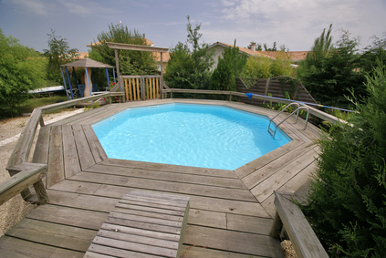 Prix piscine semi enterr e une alternative tendance - Construire sa piscine en kit ...