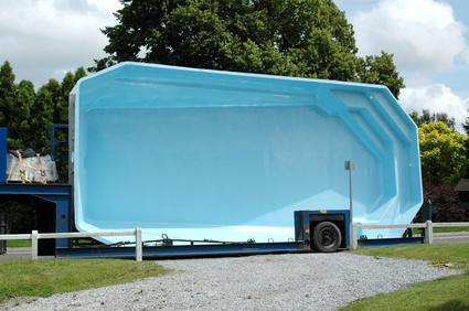 Transport d'une piscine coque