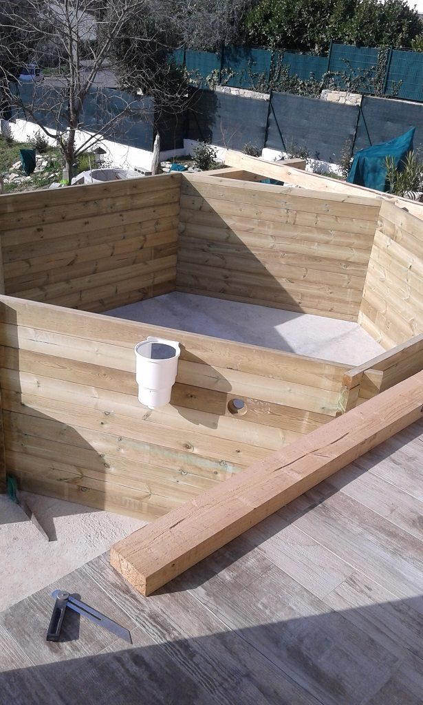 Pose piscine sur terrasse en bois photos par tapes for Prix des piscines en bois