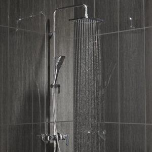 Colonne de douche avec robinetterie