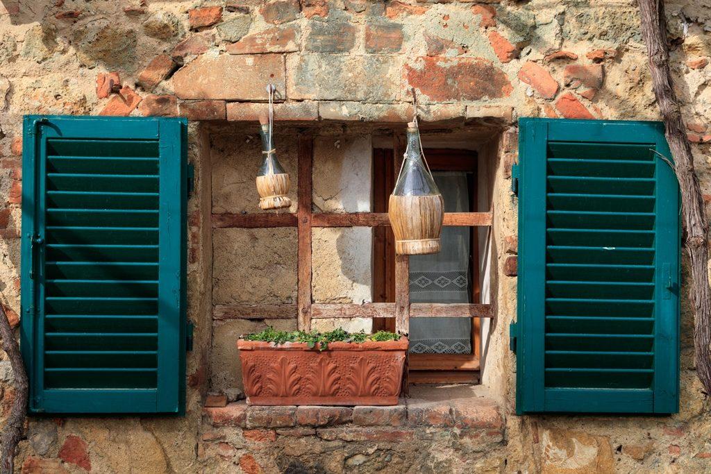 Mur en moellon - façade en pierre - maison en pierre