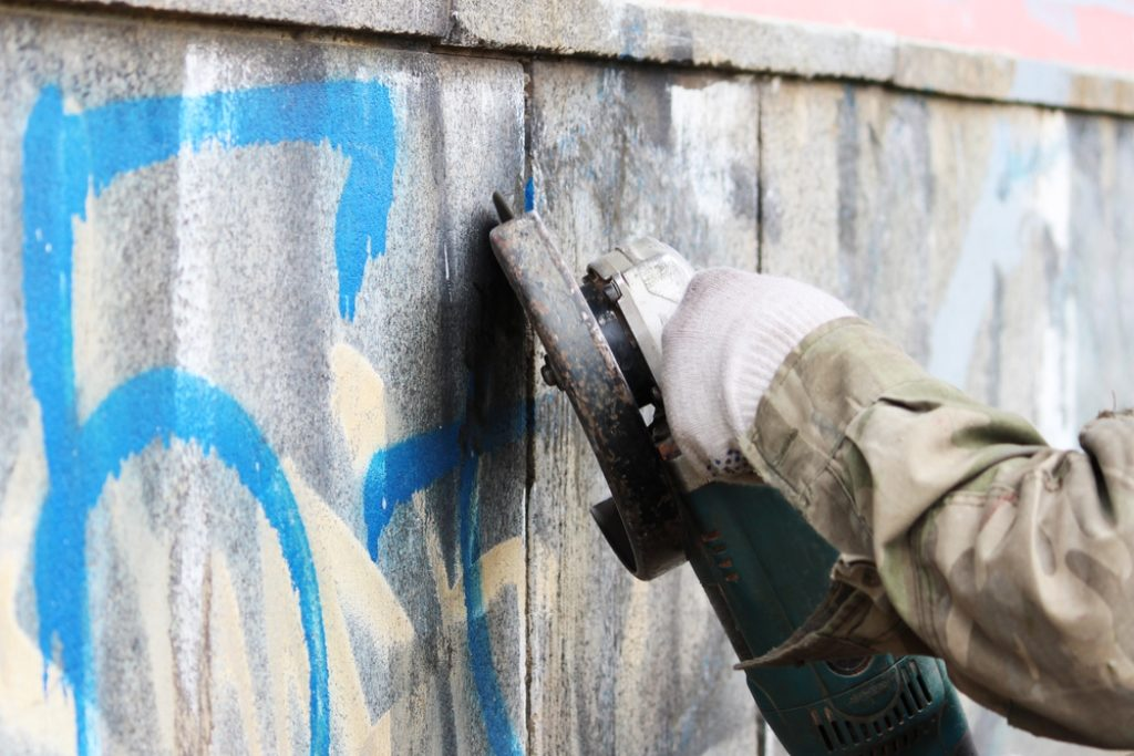 Nettoyage graffiti sur façade