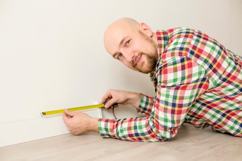 Professionnel pour la pose plinthes chauffantes