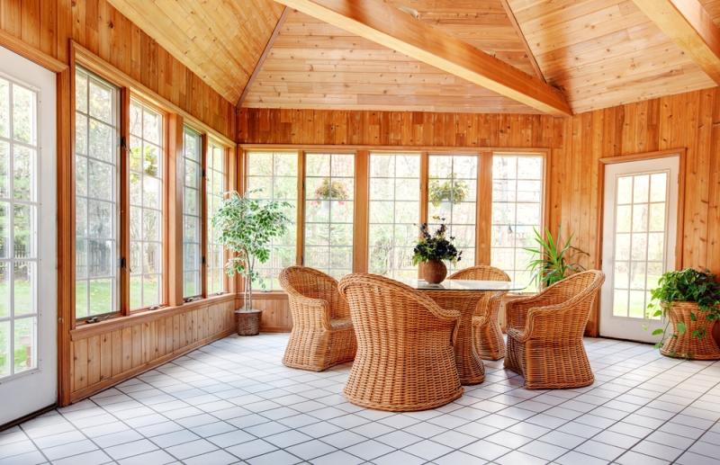 Véranda en bois massif préfabriquée