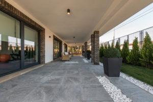 Carrelage extérieur : photos, normes, prix des matériaux et pose ...
