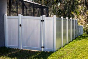 Portail PVC simple avec clôture