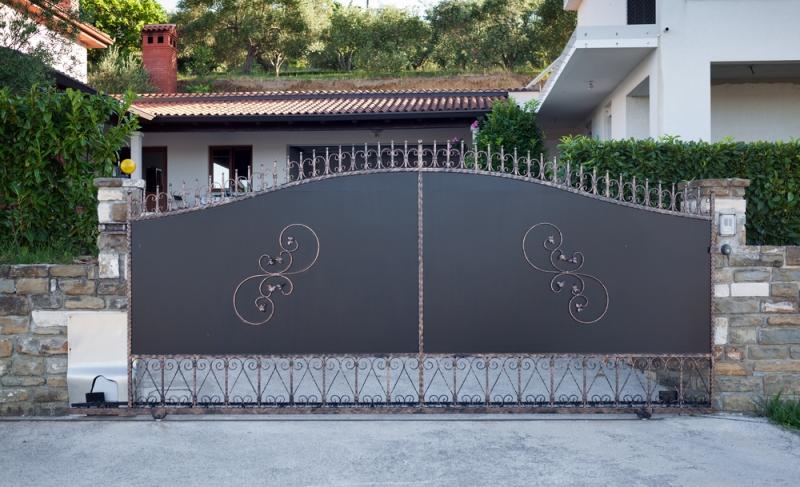 portail en acier prix mod les et conseils de pro. Black Bedroom Furniture Sets. Home Design Ideas
