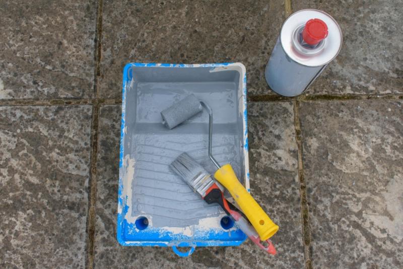Matériel de peinture sur marbre