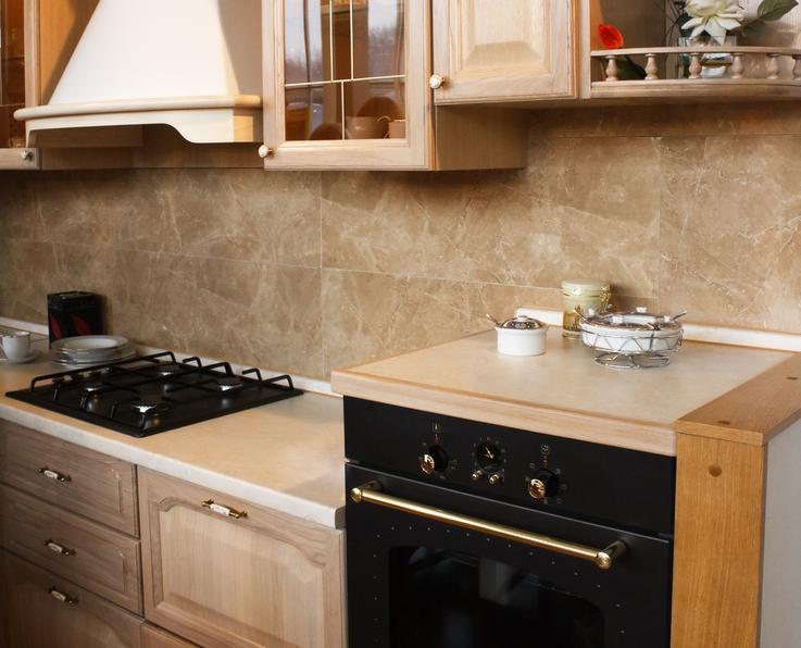 Carrelage imitation pierre dans une cuisine vintage