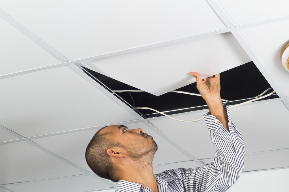 Remplacement de dalles de plafond suspendu