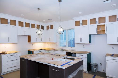 installation de meubles de cuisine quel prix qui contacter conseils de pros. Black Bedroom Furniture Sets. Home Design Ideas