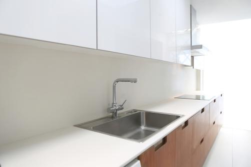 plan de travail pour cuisine prix mat riaux et comment l 39 installer. Black Bedroom Furniture Sets. Home Design Ideas