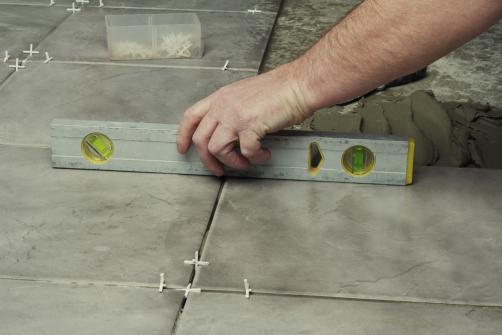 Pose de dalles beton interieur