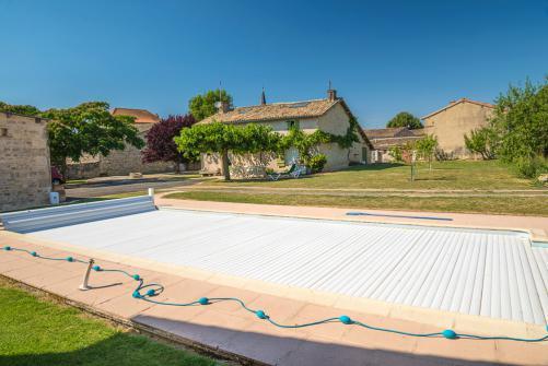 volet roulant piscine mod les prix et conseils de pro. Black Bedroom Furniture Sets. Home Design Ideas