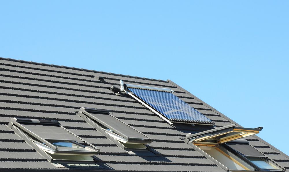 Volets roulants solaires sur un toit