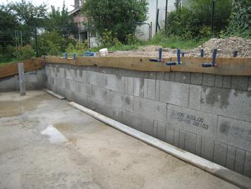 montées de blocs à bancher