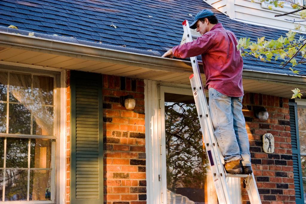 échelle-toit-gouttière