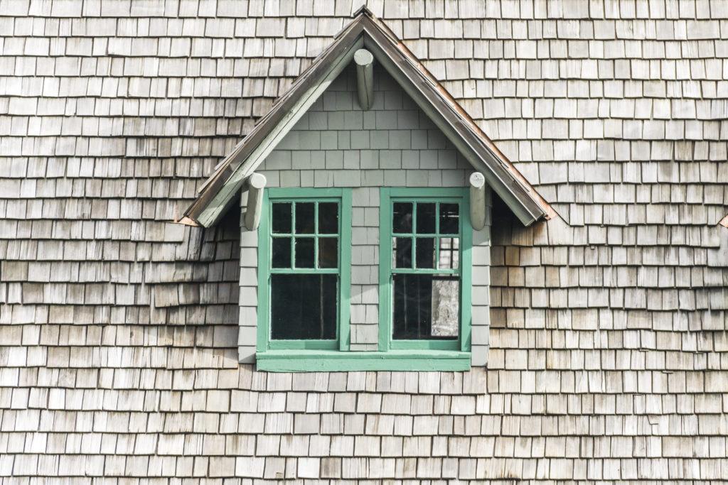 toit-bois-fenêtre
