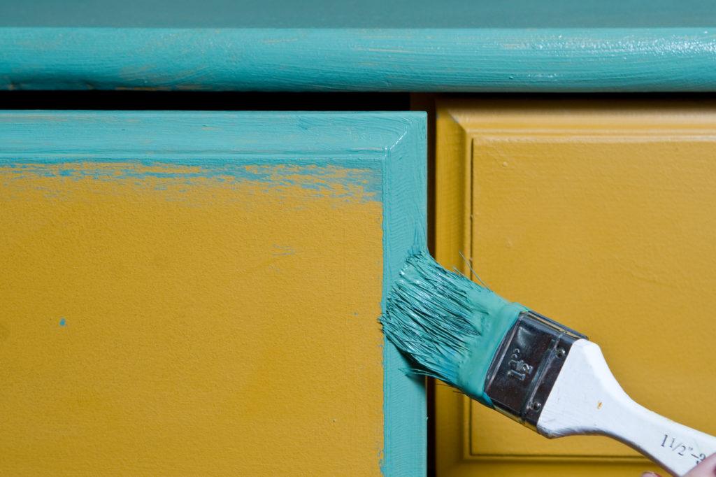 Peinture-bicolore-meuble