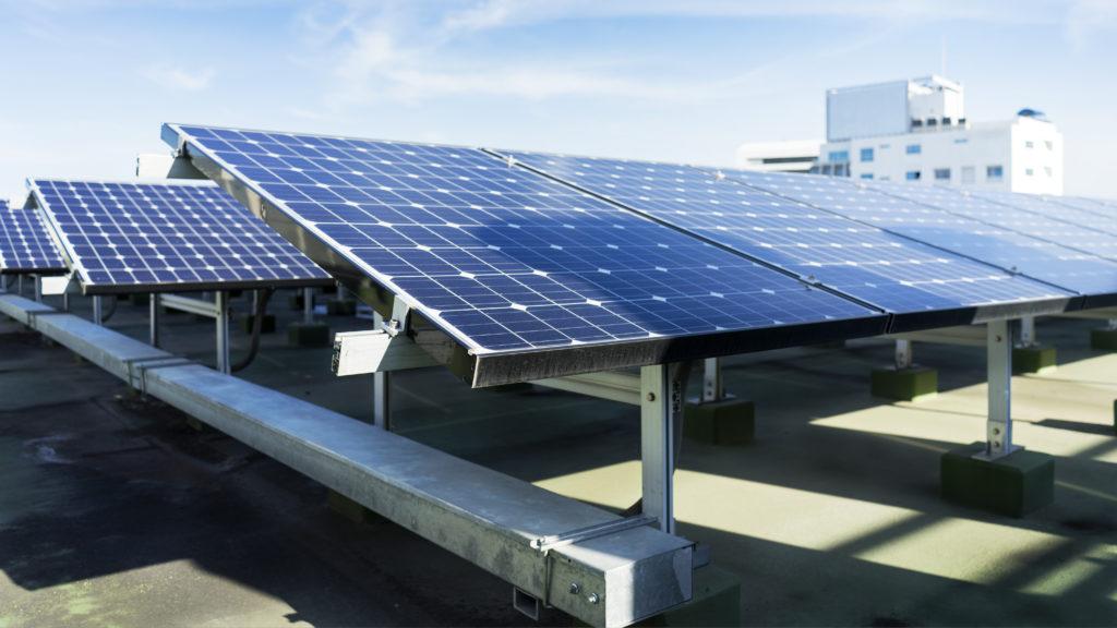 toit-monopente-panneaux-solaires