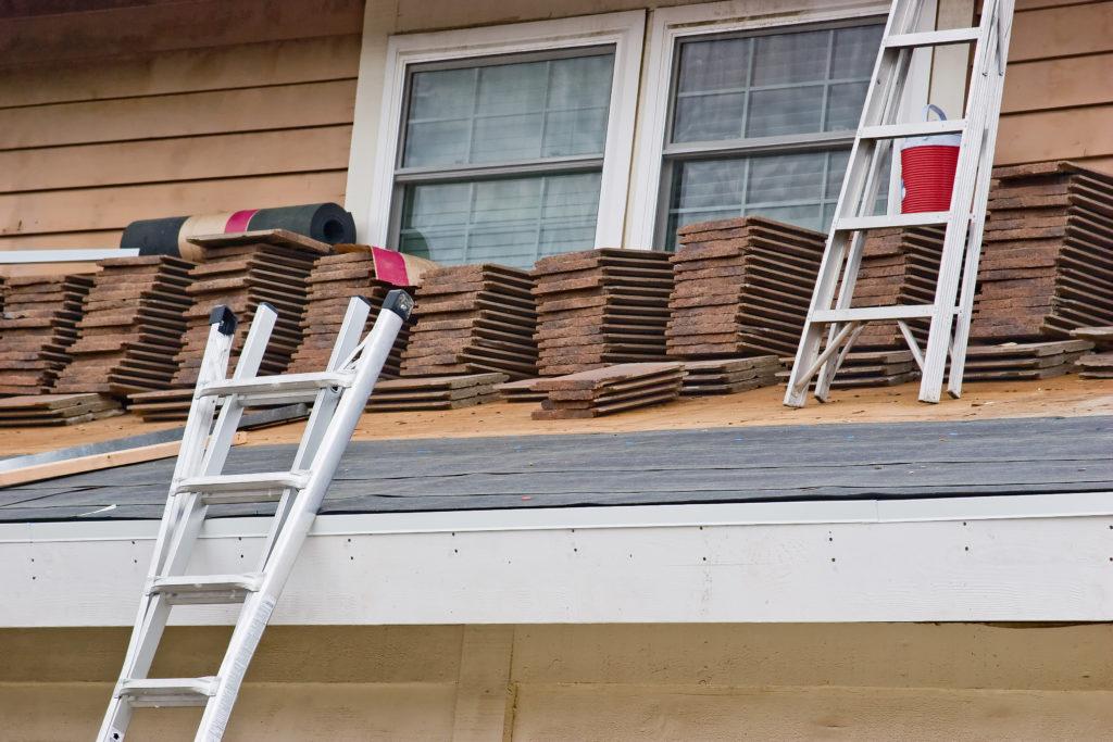 deux-échelles-toit