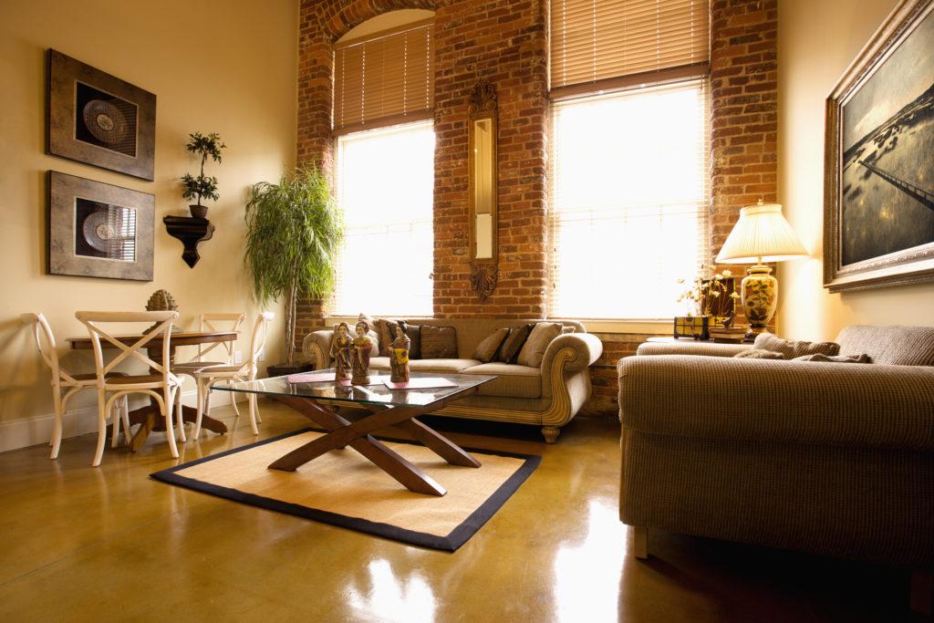 salon-murs-briques-mobilier-vintage
