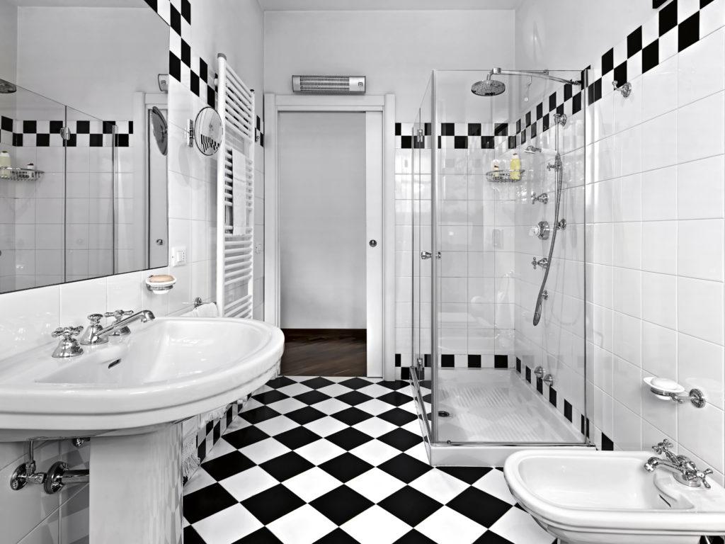 salle-de-bains-mosaïques-noires-blanches