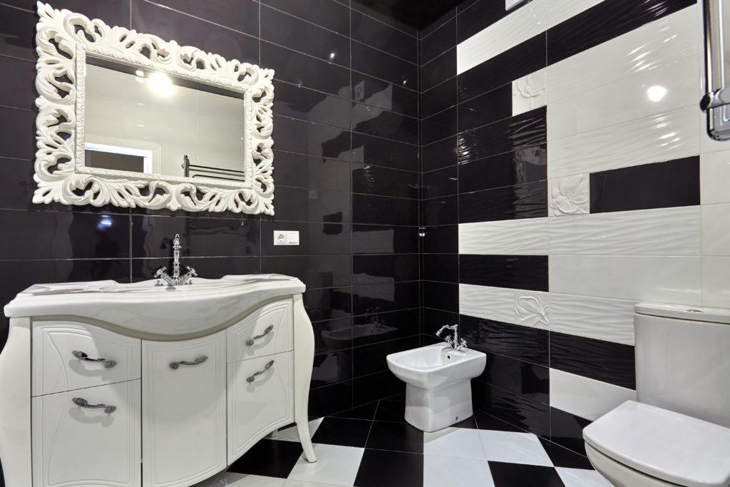 salle-de-bains-noire-blanche-atypique
