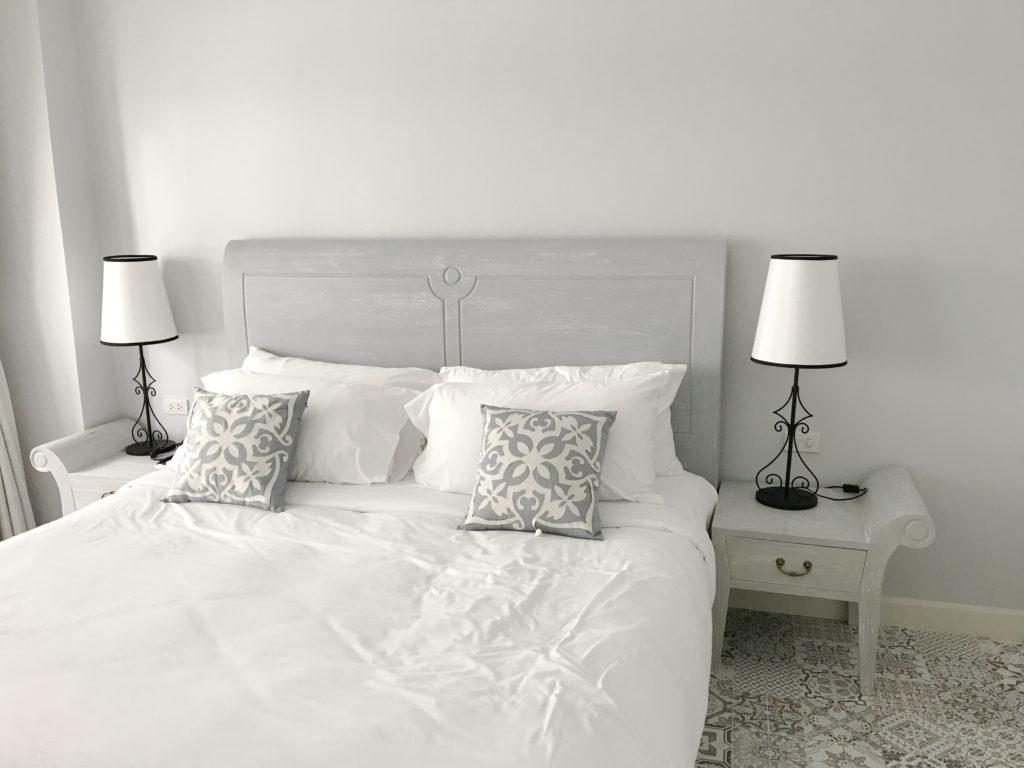 chambre-parentale-blanche-grise-carreaux-de-ciment