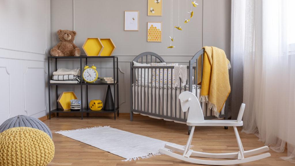 chambre-bébé-gris-moutarde