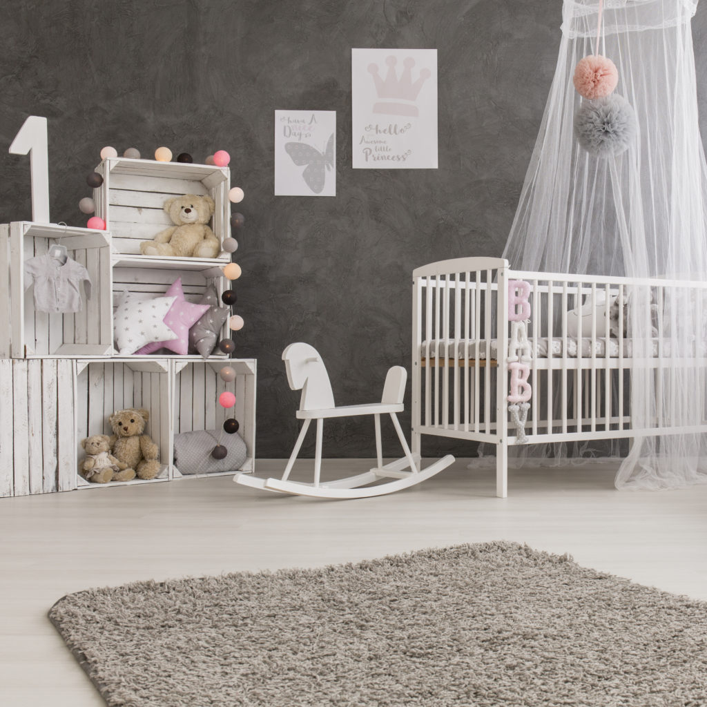 chambre-bébé-grise-blanche