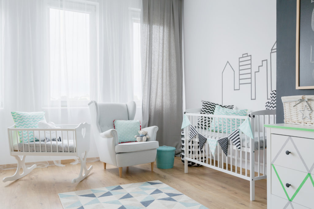 chambre-bébé-grise-verte