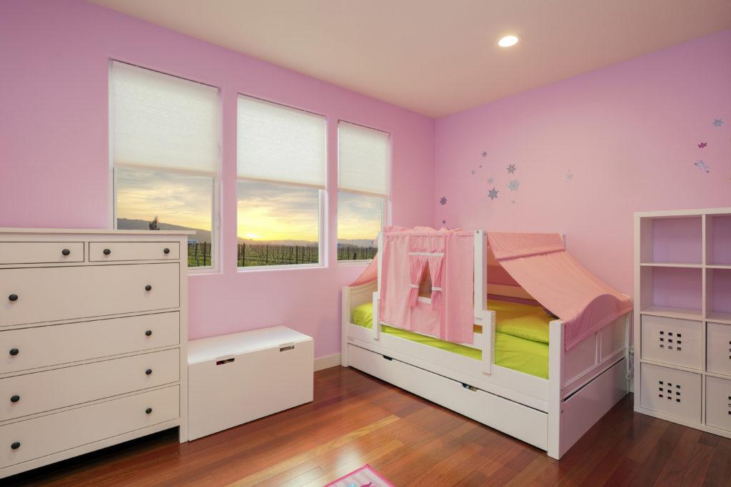 chambre-enfant-rose-violet