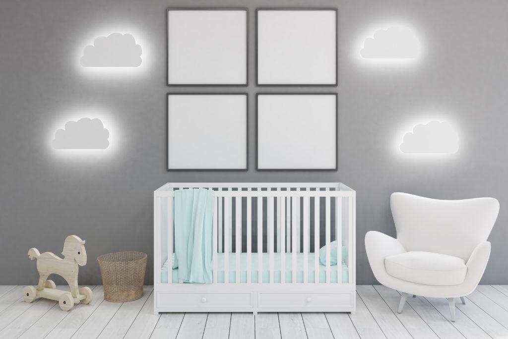 chambre-minimaliste-bébé-grise-blanche
