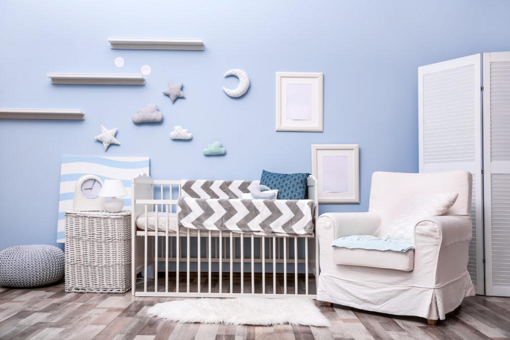 chambre-bébé-bleue-grise