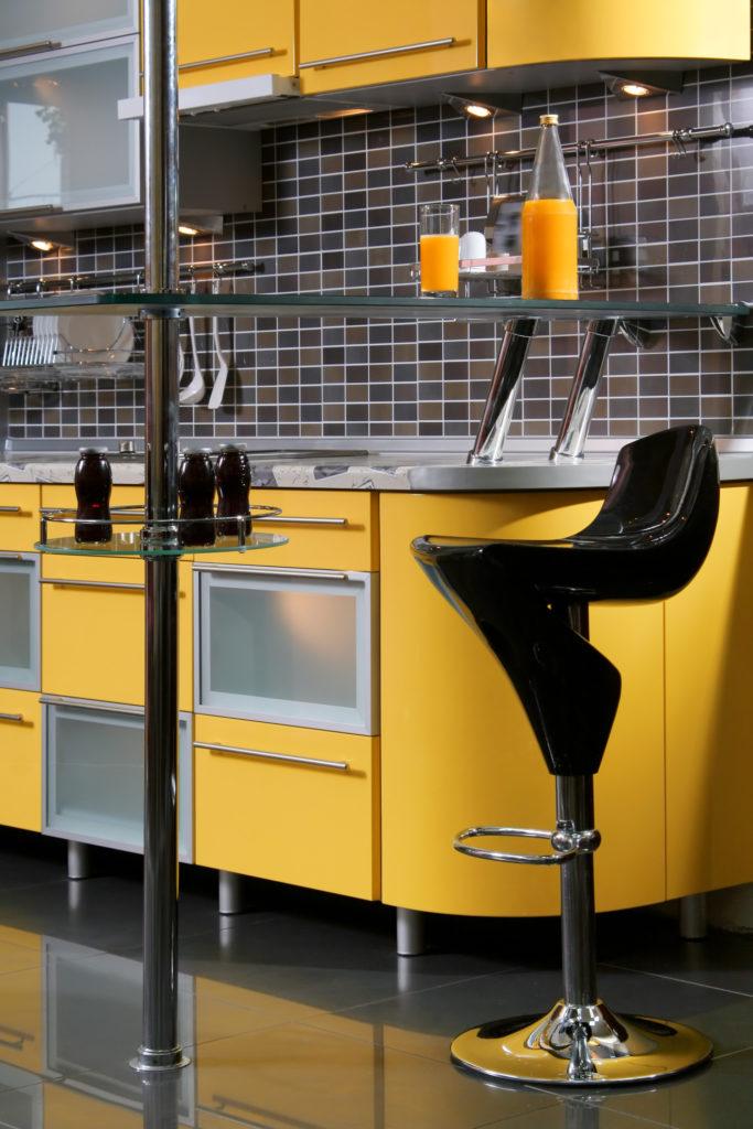cuisine-jaune-comptoir