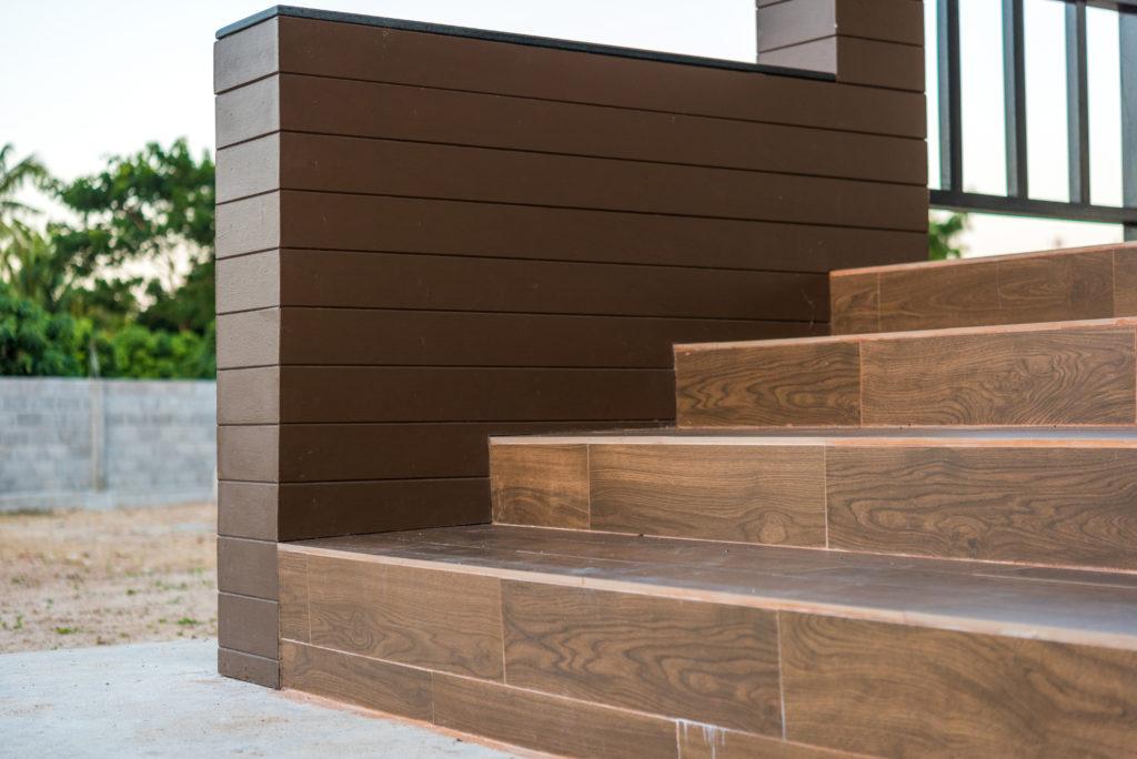 escaliers-carrelage-imitation-bois