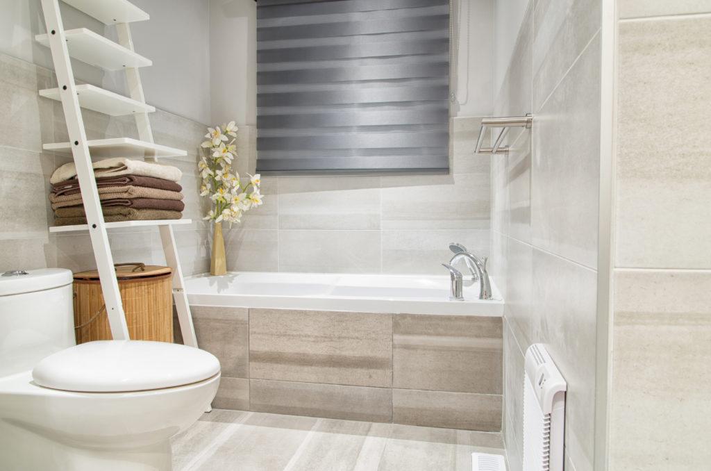 baignoire-rectangulaire-carrelée