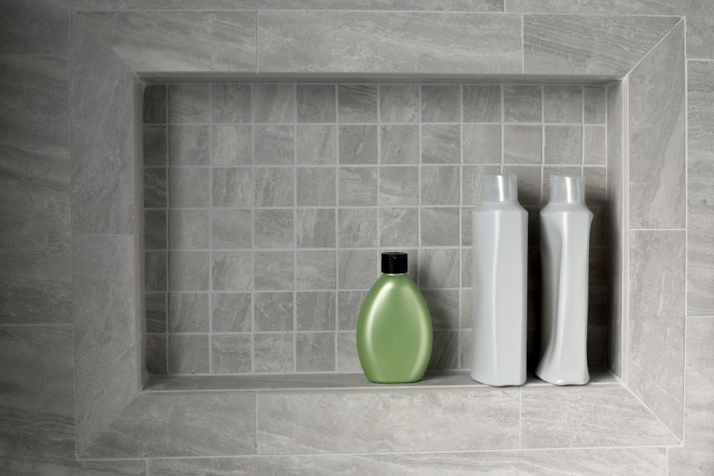 niche-salle-de-bains-produits-de-toilettes