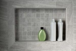 niche-salle-de-bains-produits-de-toilette
