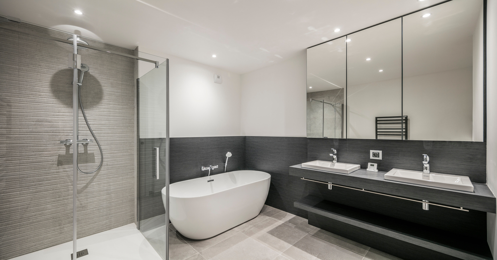 plafond-salle-de-bains-peint