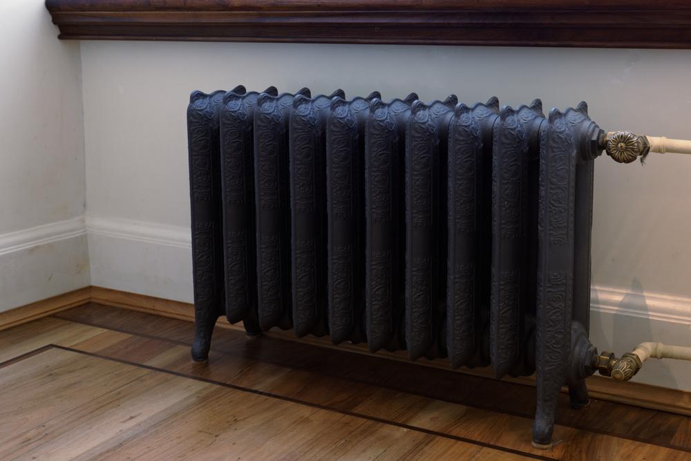 radiateur-en-fonte-noir
