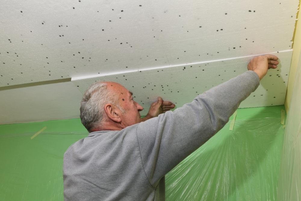 Fixation au plafond isolant